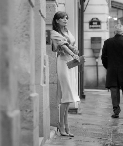 white business suit fur stoal escort marbella