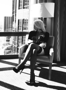 secort_waiting_high_heels_sexy_legs