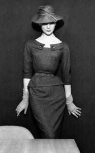 marbella escort in hat